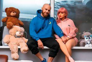 Bodybuilder marries sex doll