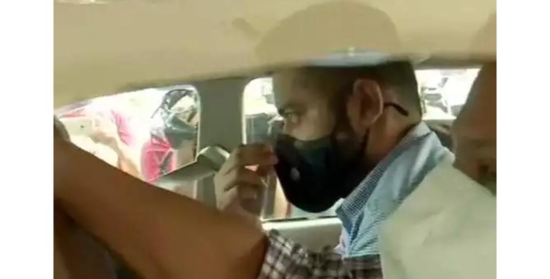 Shiv Sena leader Pratap Saranaik's son detain by ED