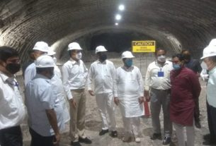 CM inspects Mumbai-Pune expressway (missing link)