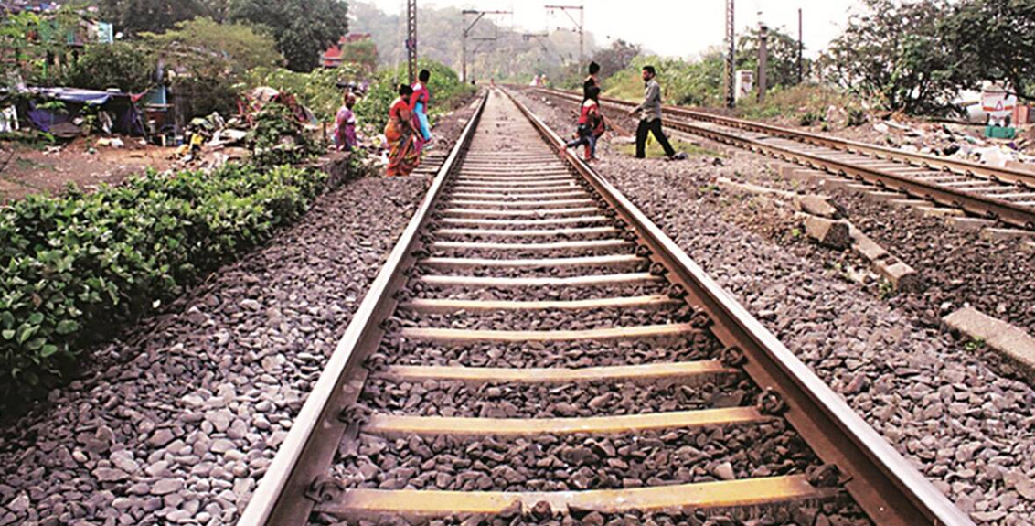 Thee people dead bodies found on railway track