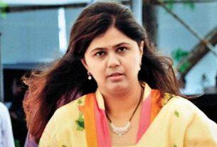 Pankaja Munde donated blood on the occasion of Gopinath Munde's birthday