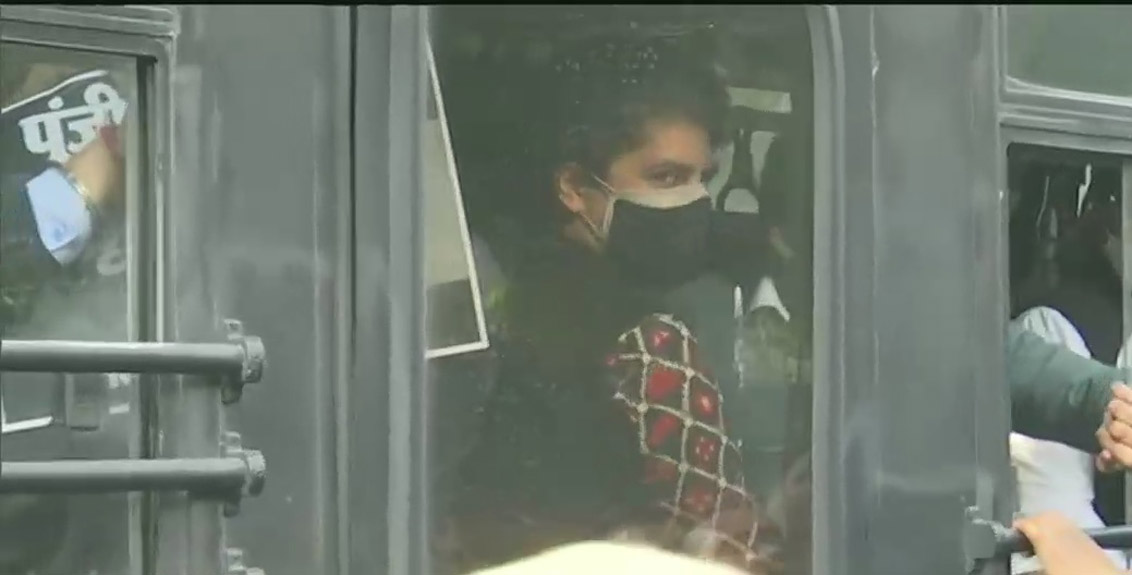 Police block Congress rally and arrest Priyanka Gandhi