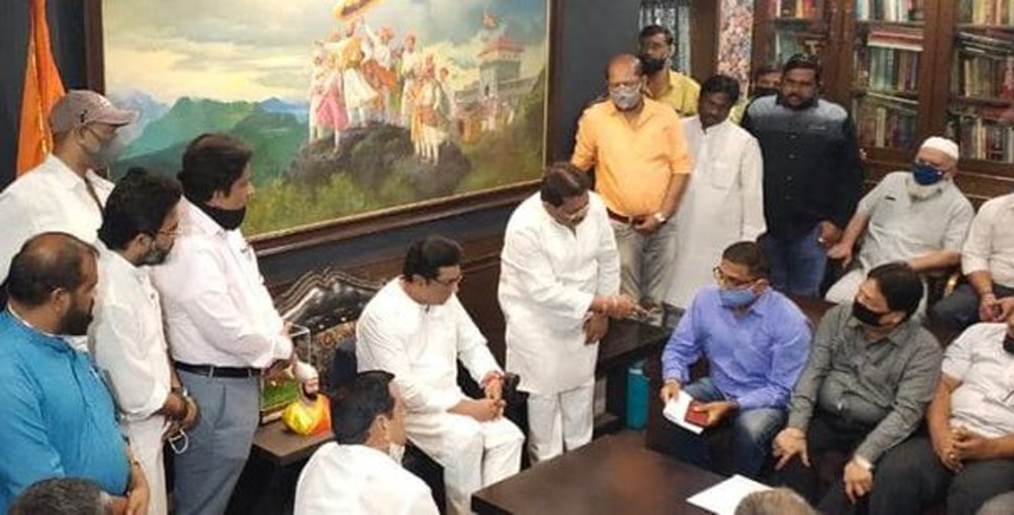 Officials of the Transport Association presented their problems to Raj Thackeray