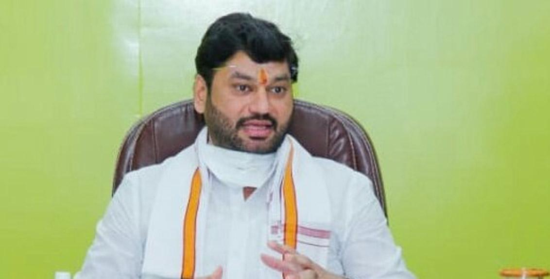 Dhananjay Munde appeals to avoid crowds to greet Vijayasthambha at Bhima Koregaon