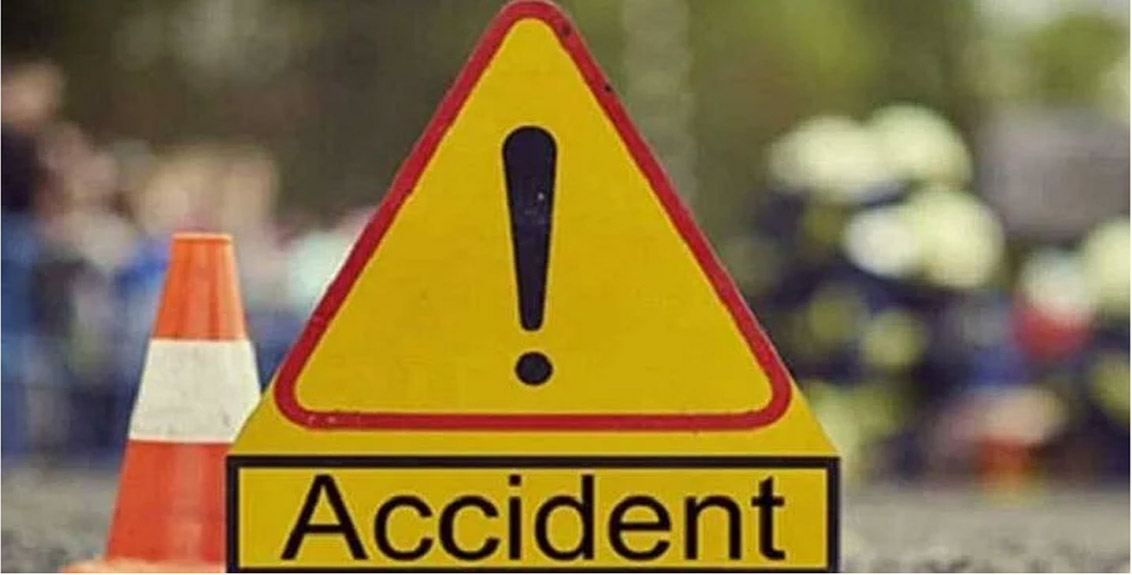 A car crashed into a well in Jalna
