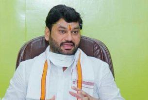 Dhananjay Munde gave an explanation on Karuna Sharma's allegations