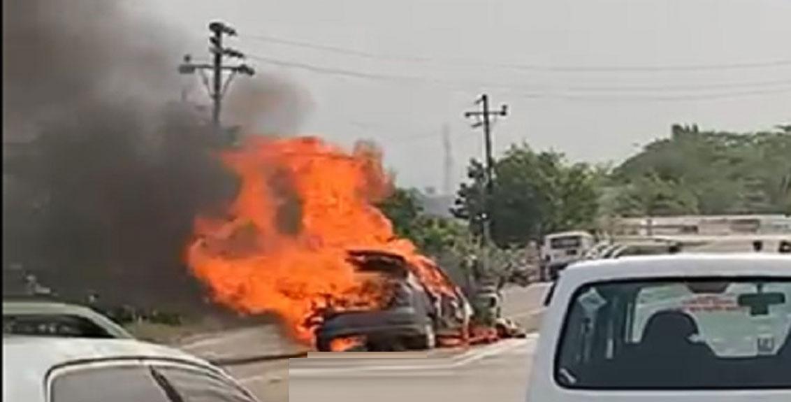 Rickshaw and car accident on Karjat-Neral road
