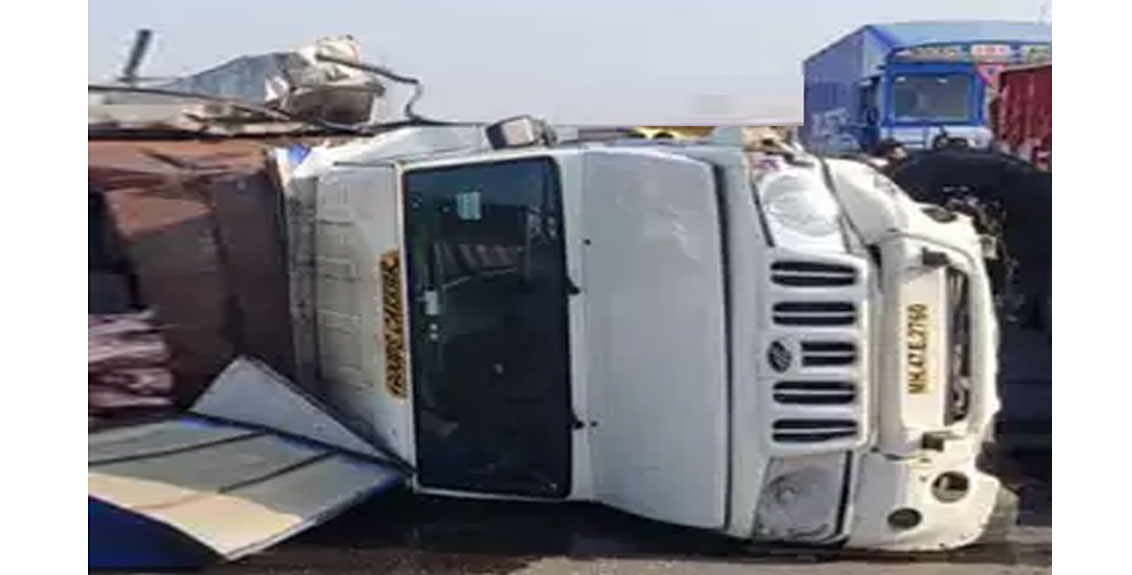 Accident to a pickup carrying beef on Pune-Nashik highway