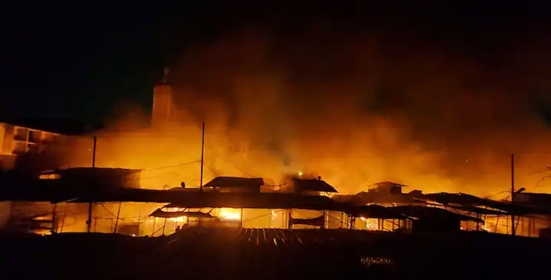 A huge fire broke out in Fashion Street in the camp area of Pune