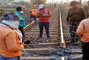 naxals blew up a railway track in chakradharpur railway mandal howrah mumbai route affected