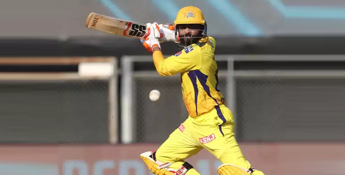 rabindra jadeja made 37 runs in one over with five sixes 1 four