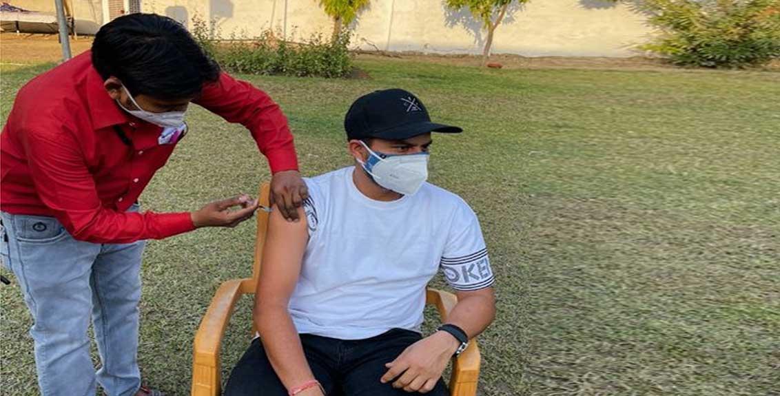 cricketer kuldeep yadav takes corona vaccine at guest house
