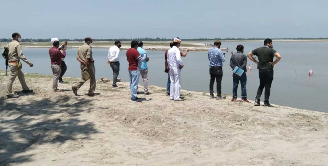 people of the village scared from corona vaccine jumped into the river in barabanki up