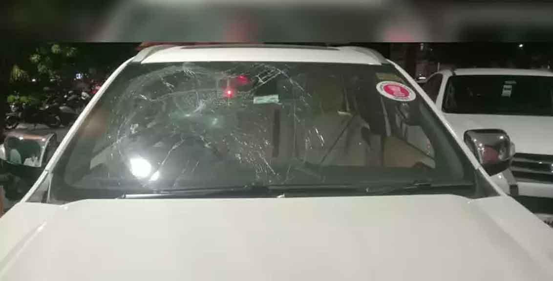 MLA Gopichand Padalkar's car pelted with stones