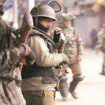 पोलिस आणि सीआरपीएफच्या जवानांवर दहशतवादी हल्ला, दोन पोलिस शहीद, २ नागरिकांचा मृत्यू