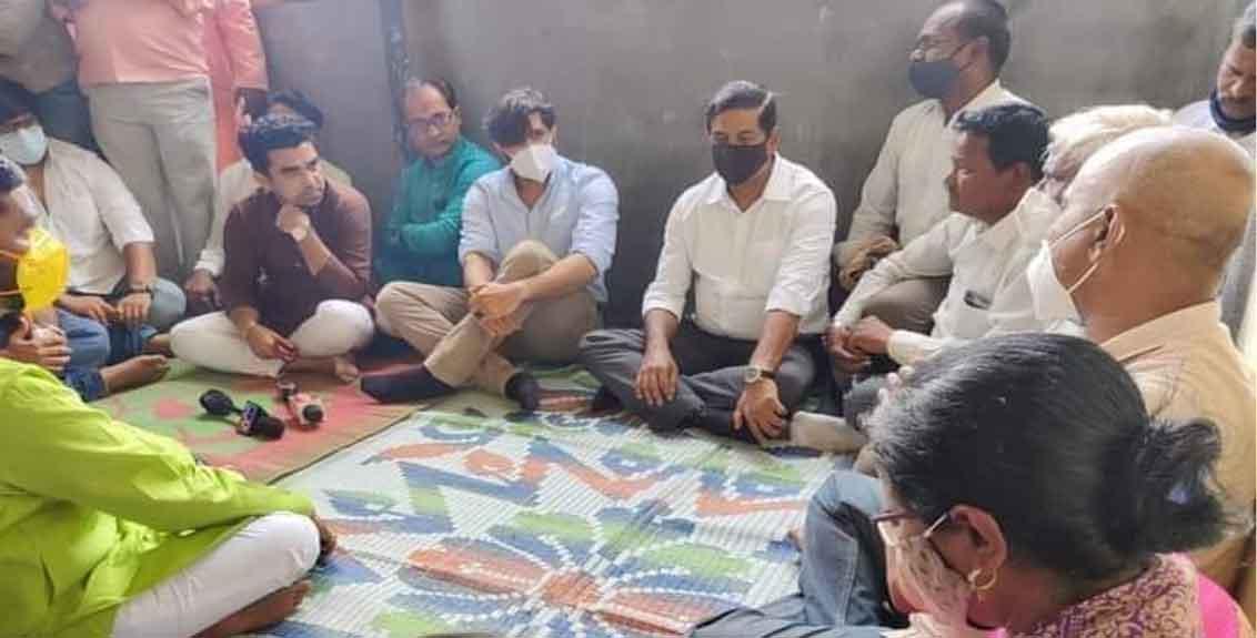 MNS leader Amit Thackeray visited the family of Swapnil Lonakar