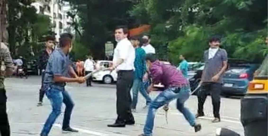 mumbai lawyer attacked with swords rods