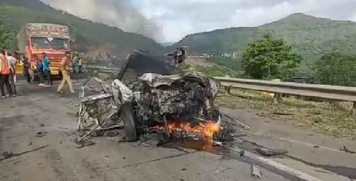 mumbai pune expressway accident 3 passed away