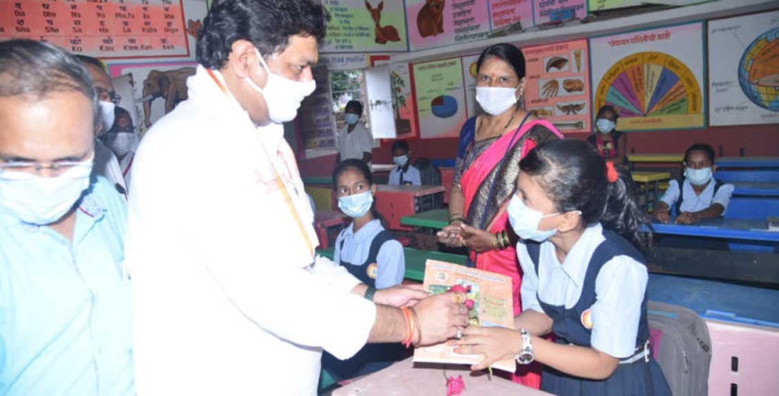 very happy to see the enthusiasm of the students and teachers - Dhananjay Munde