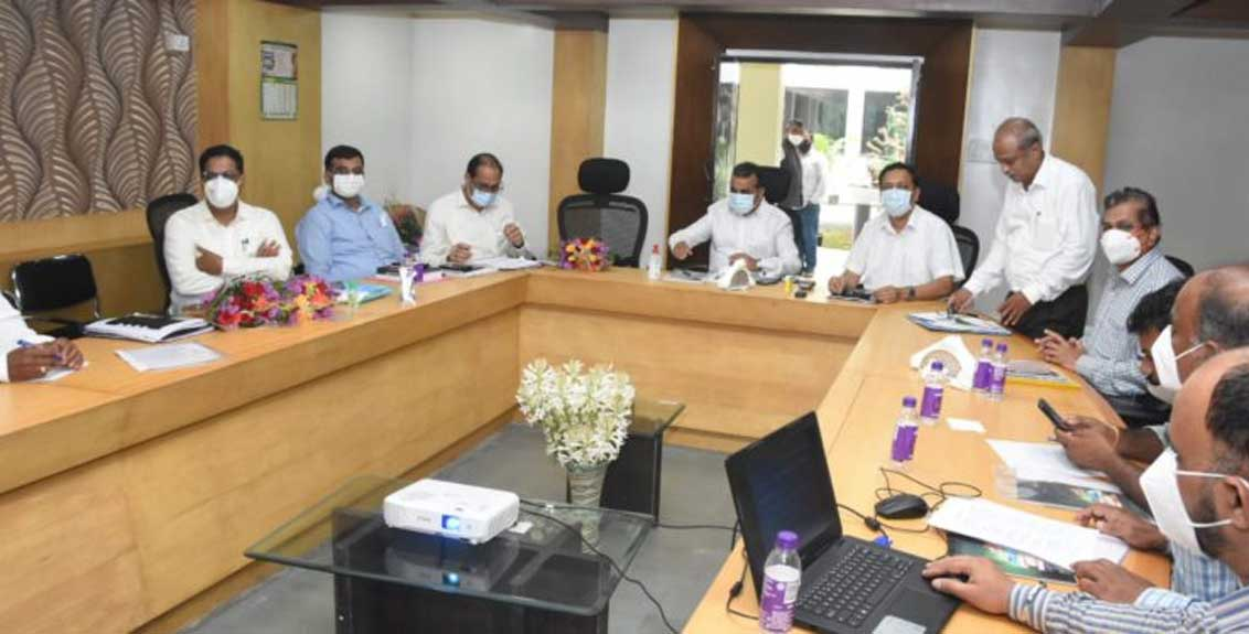 A committee will be set up at the entrance of the Pune Market Committee to study the recovery of ces