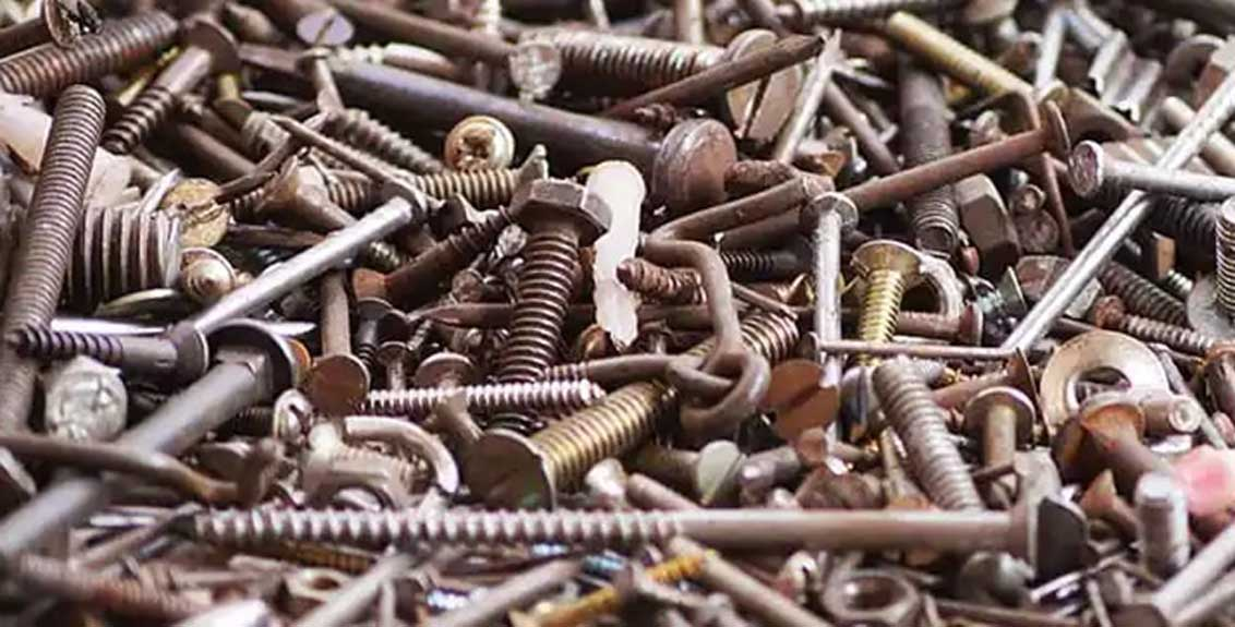 1 kg of nails screws and knives came out of the stomach of the man